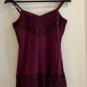 😁 Maroon tank top with lace on top and bottom